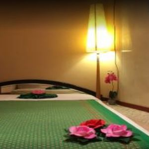 Tha Lae Thai Massage image 3