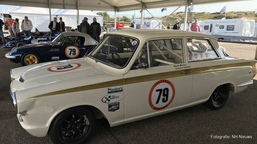 Verlekkerd kijken naar honderden klassieke racewagens op circuit Zandvoort