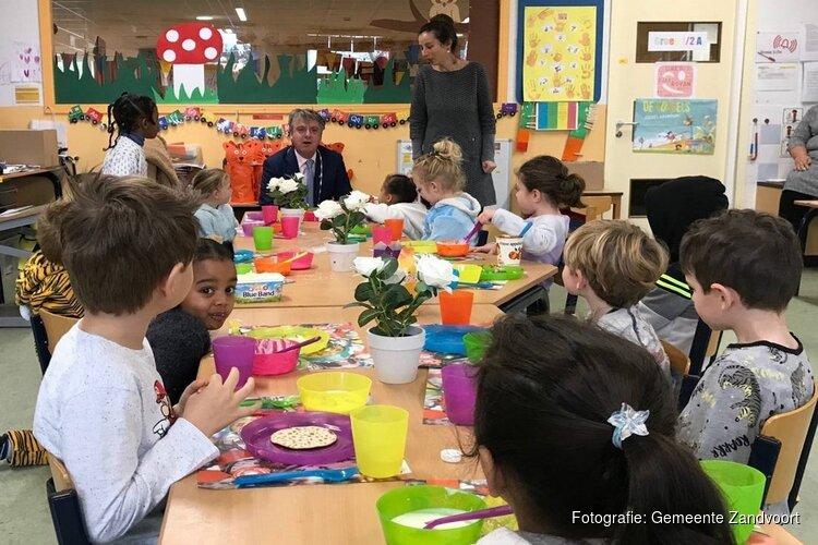 Burgemeester ontbijt met leerlingen van de Duinroos