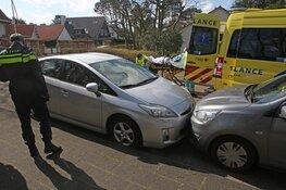 Automobilist raakt onwel en botst tegen andere auto aan in Bentveld