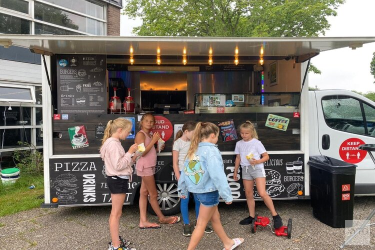 The Dance Academy sluit seizoen af met geweldige donaties voor Steungezinnen Zandvoort.